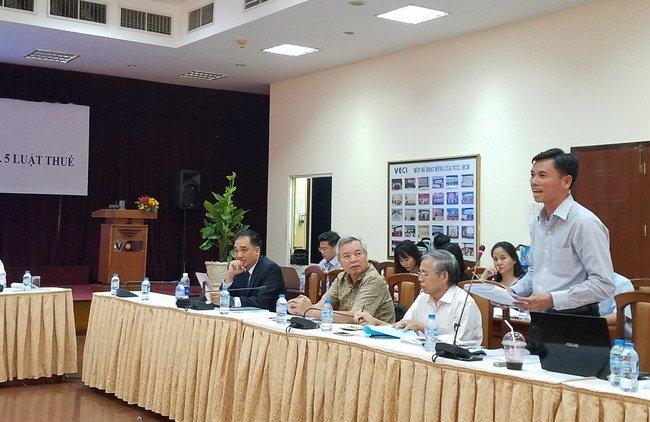 Hội thảo ghi nhận hàng loạt ý kiến khác nhau về nhiều đề xuất của Bộ Tài chính. Có đồng tình, có phản đối. Ảnh: Minh Tâm